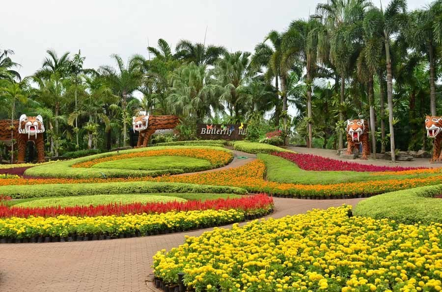 Nong Nooch Garden rainbow walkways