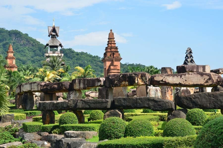nong nooch stone monuments