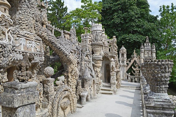 pebble castle sculpture detail