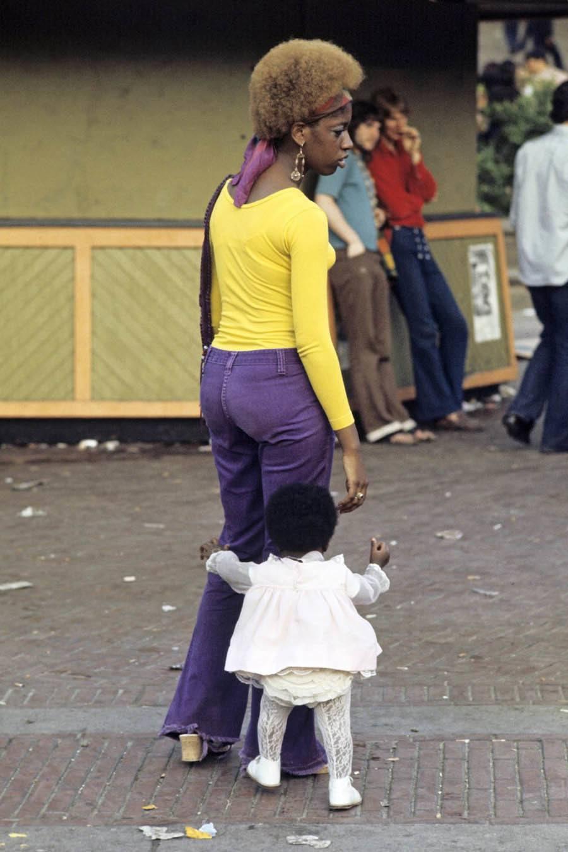 70s-Harlem yellow shirt woman