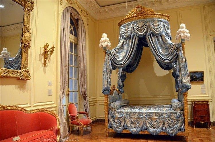 madonna inn fancy bed