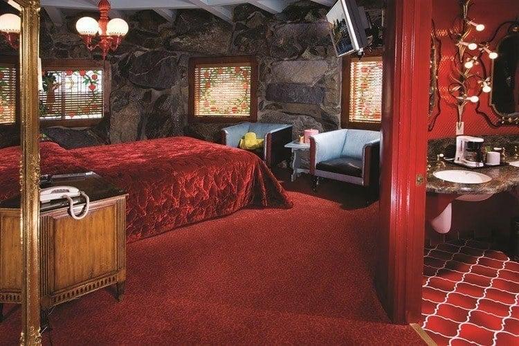 madonna inn red room