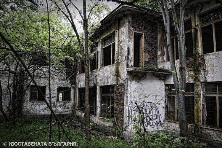 abandoned bulgaria graffiti walls