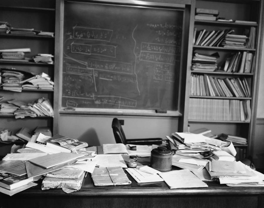 http://all-that-is-interesting.com/wordpress/wp-content/uploads/2015/04/albert-einsteins-desk-the-day-he-died-1955.jpg