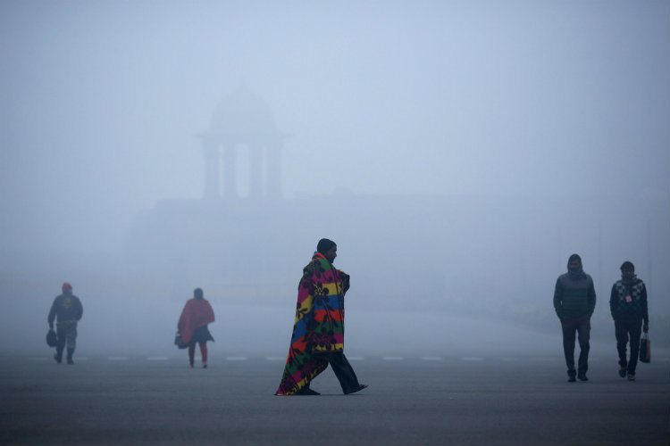 Commuters Walking In Delhi Pollution