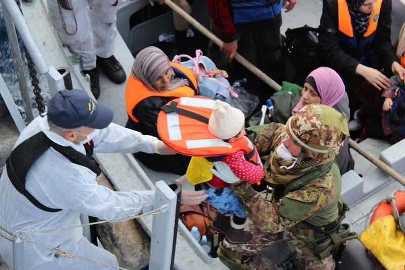Italian navy assists migrants
