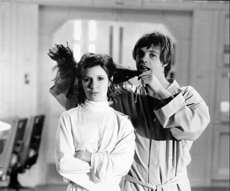 Mark Hamill And Carrie Fisher Have Fun On Set Of Star Wars