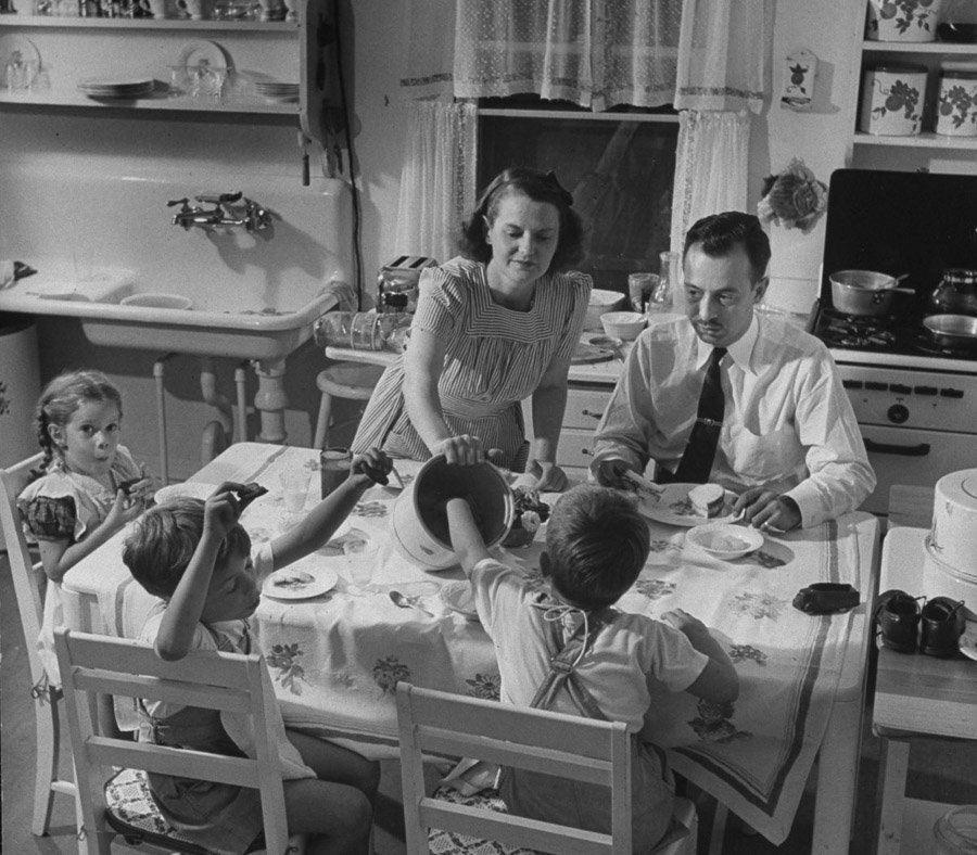 american housewife 1941 cookie serving