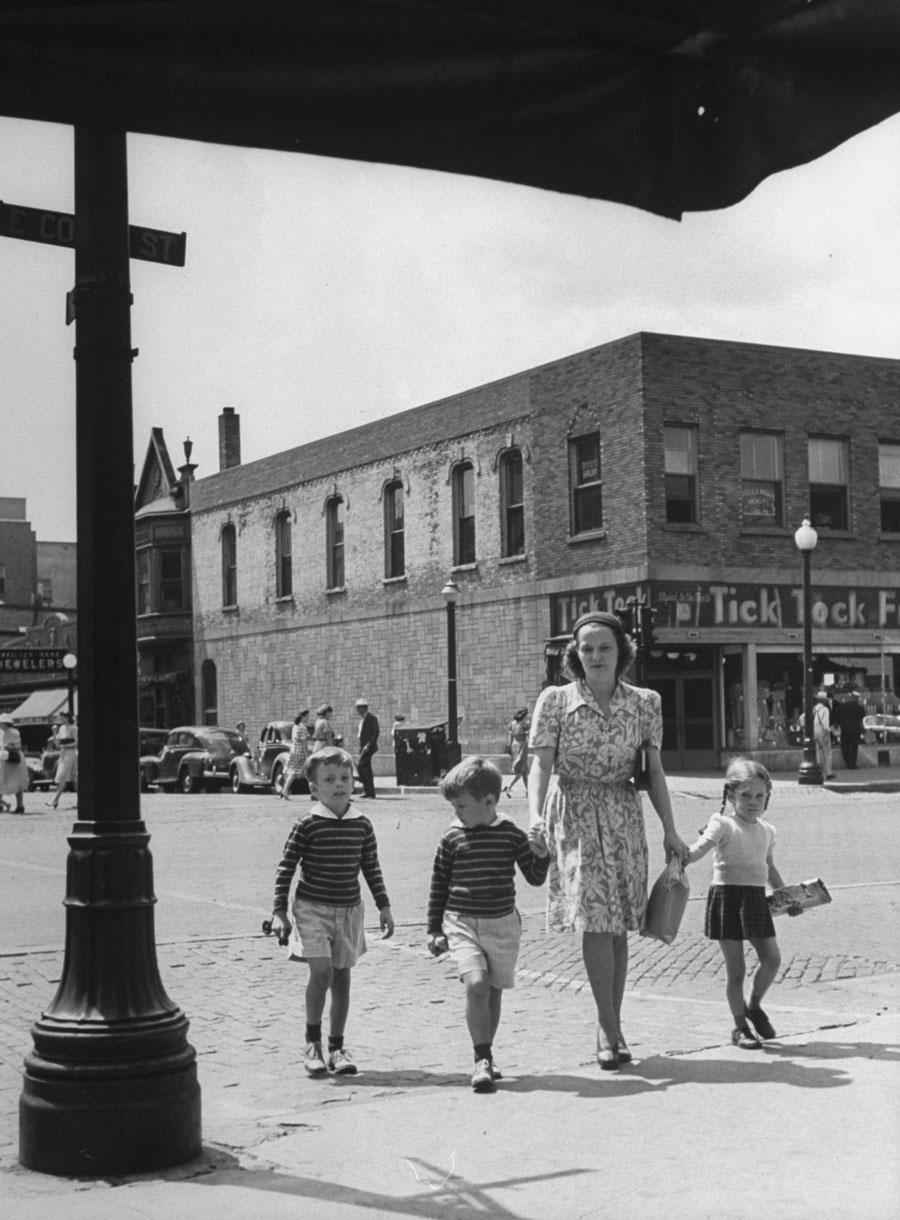 american mother 1941 kid walking