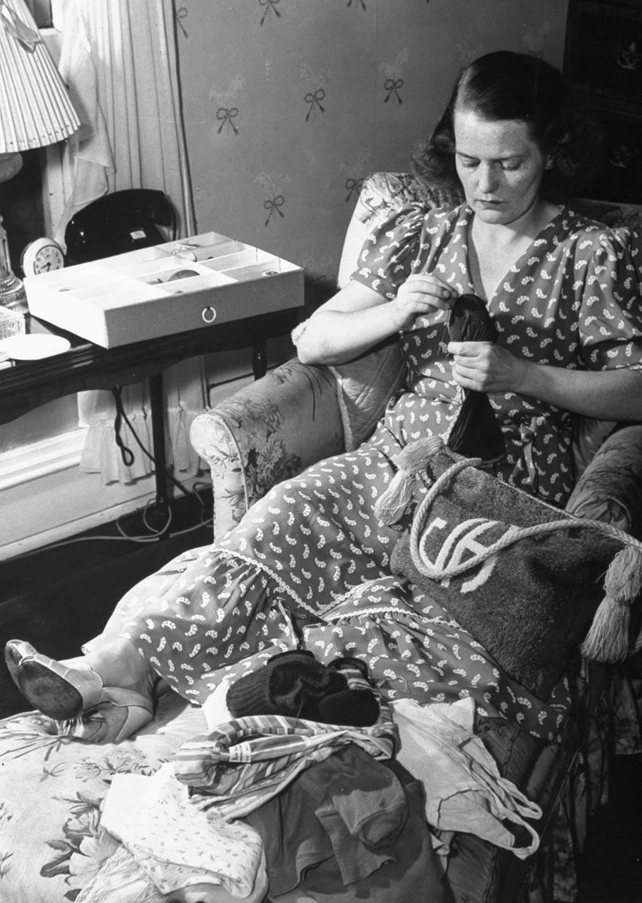 american mother 1941 sewing