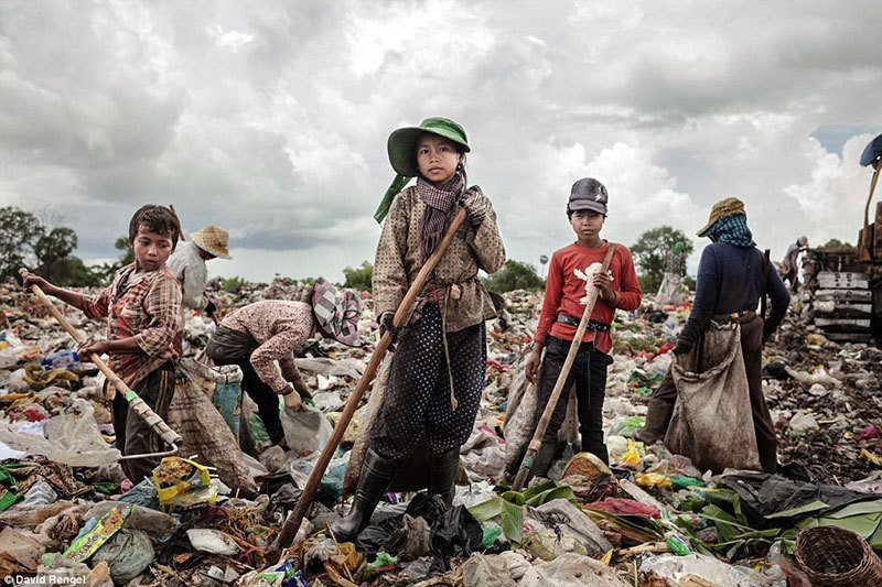 Children at Anlong Pi Wasteland
