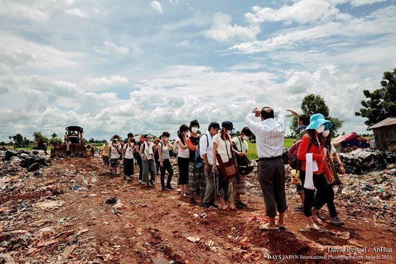 Tourists Go TO Anlong Pi Landfill