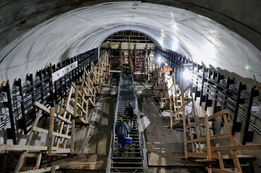 new york subway mezzanine slope