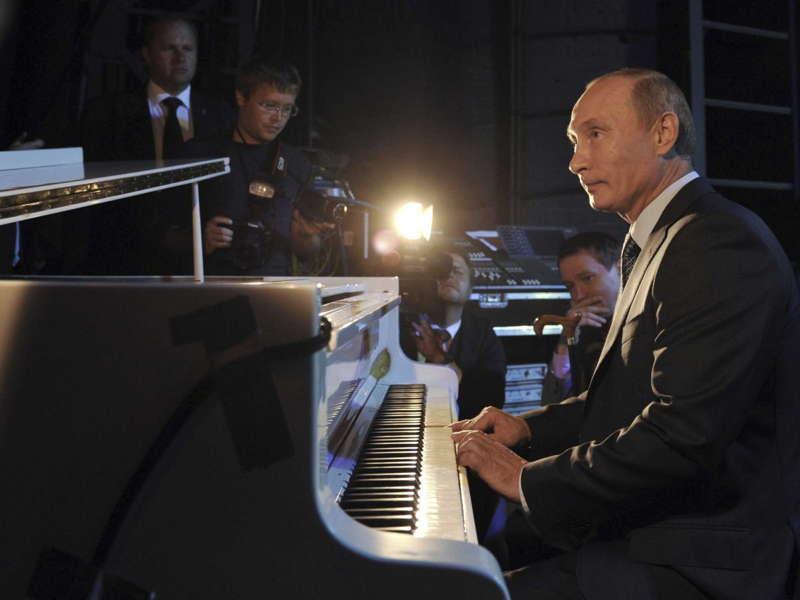 Putin Piano