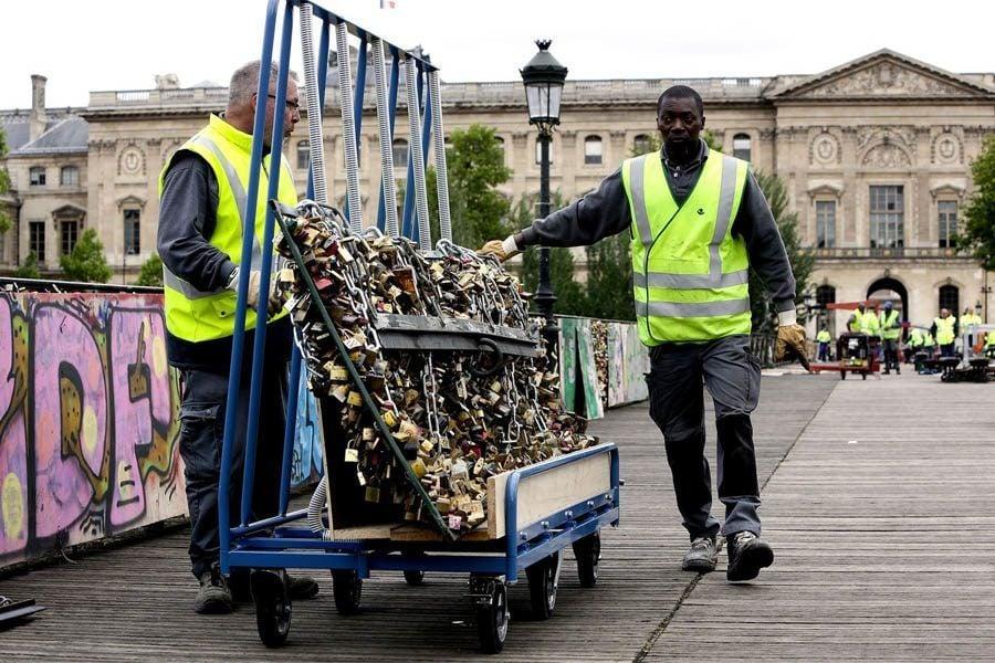 paris love locks dolly