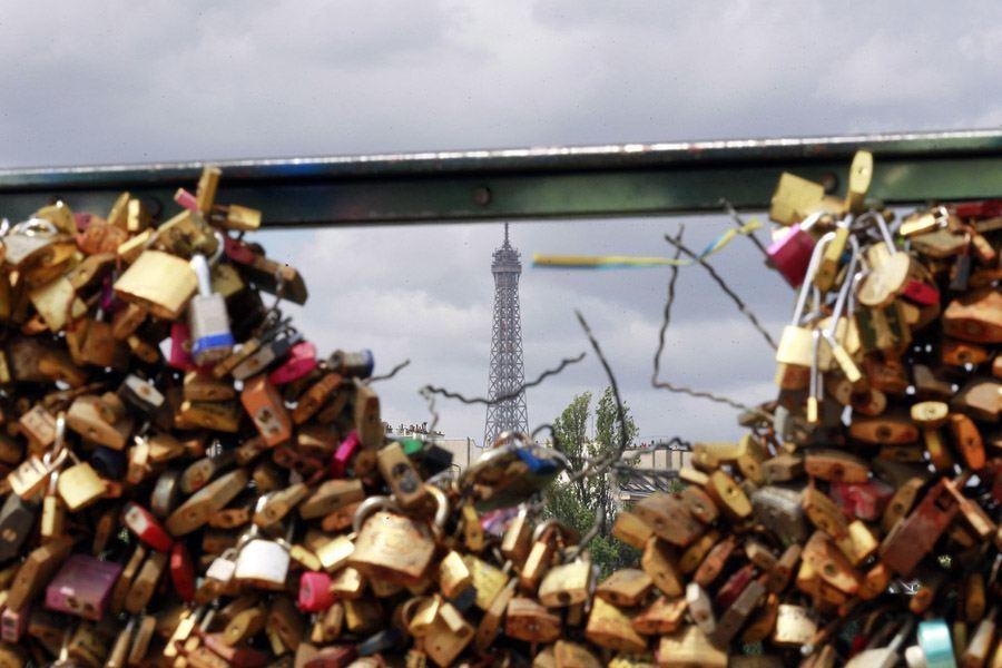 paris love locks eiffel tower
