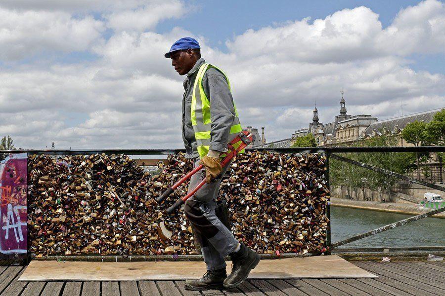 paris love locks removal tool