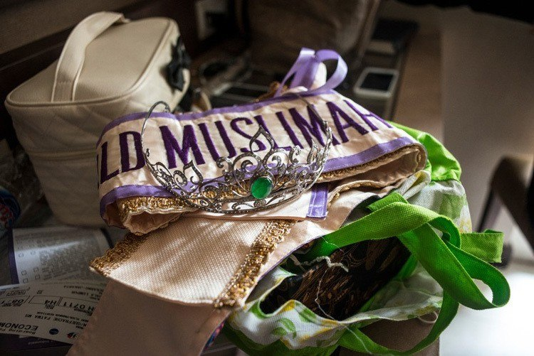 Miss muslimah sash crown