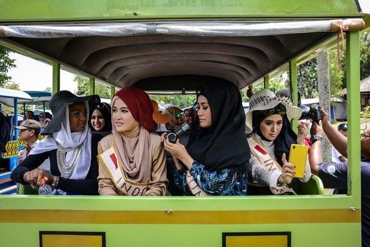 Miss muslimah tour bus