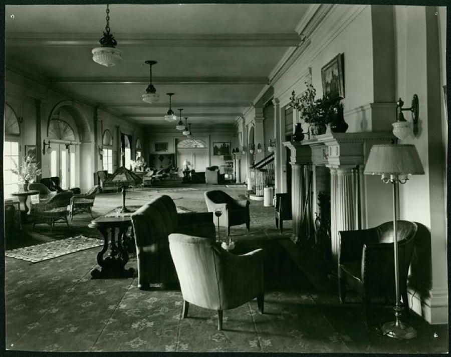 1930s Hotel