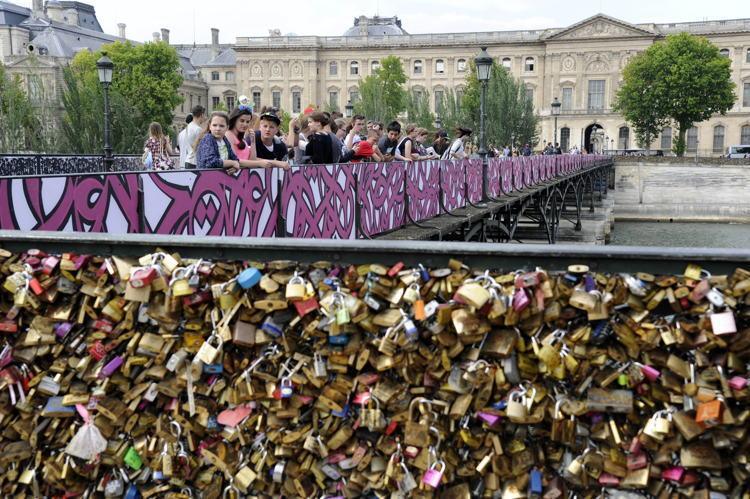 El Seed Paris Bridge