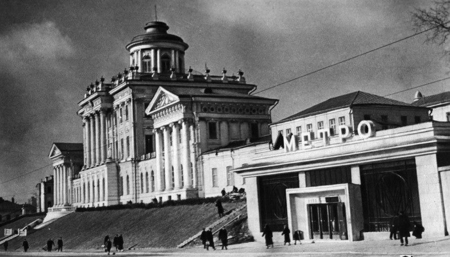 Moscow Metro Lenin Library