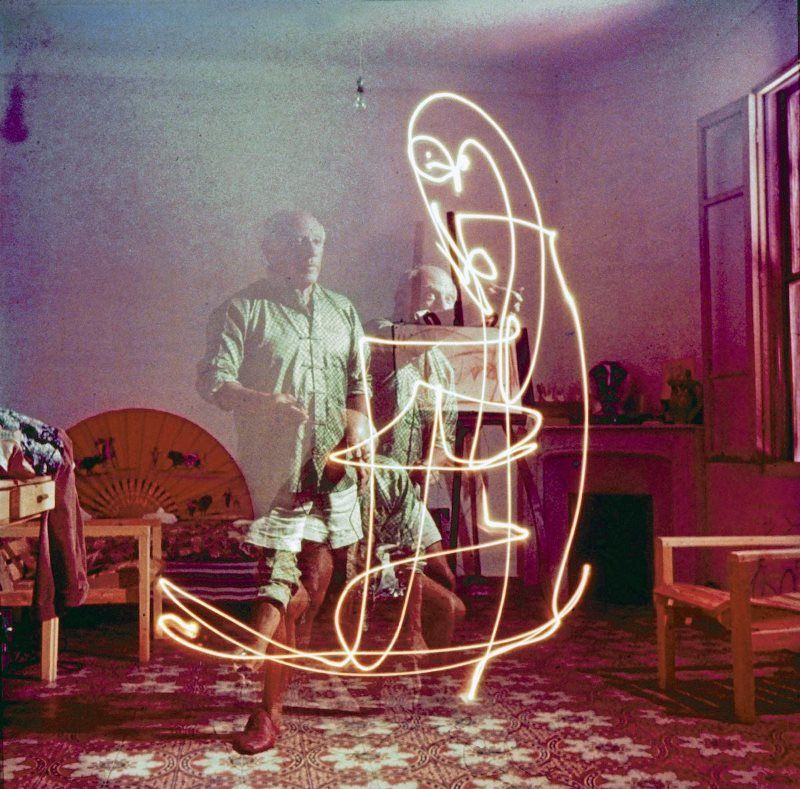 Pablo Picasso Long Exposure Light Painting