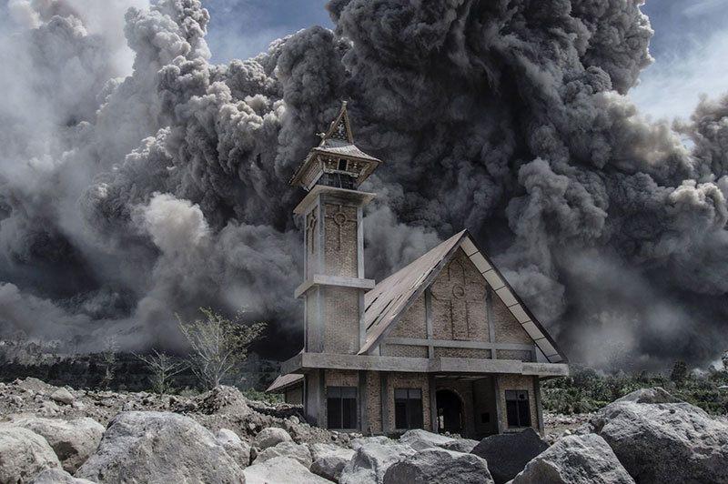 Summer Weather 2015 Indonesia Mount Sinabung Eruption