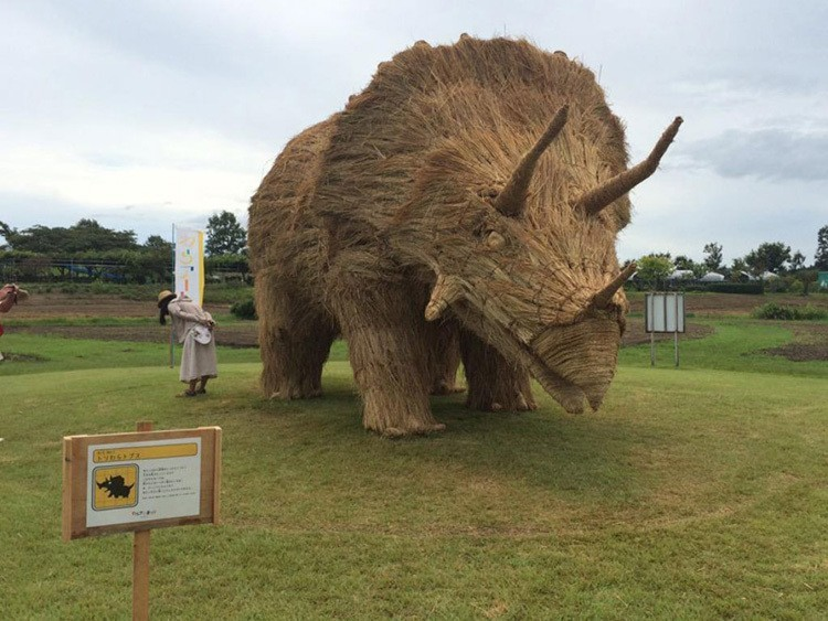 Japanese Straw Sculptures Triceratops