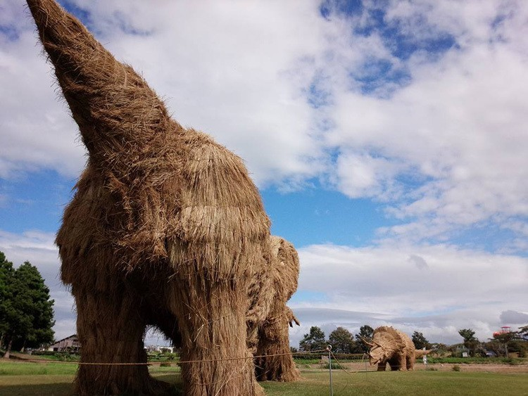 Japanese Straw Sculptures Dinosaurs