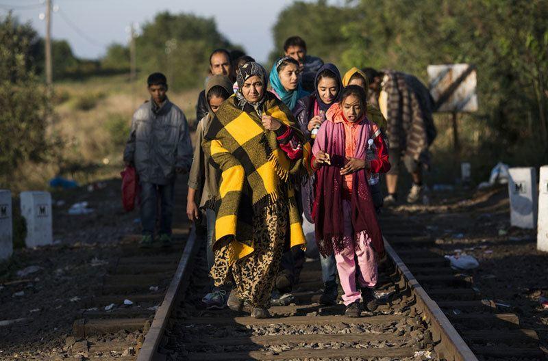 Syrian Refugees Arrive Walking