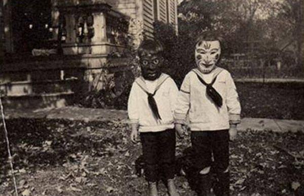 Creepy Vintage Halloween Costumes Black White