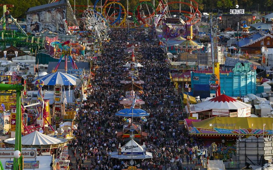 Oktoberfest Crowds Tents Rides