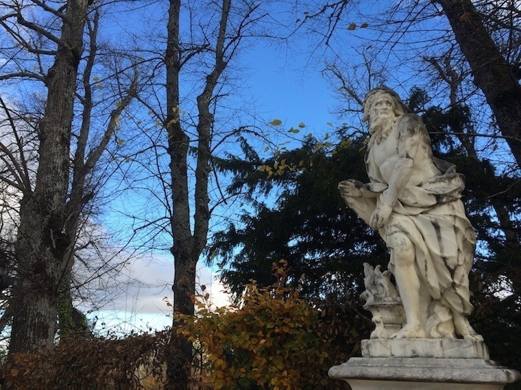 Fall Granja Detail Statue