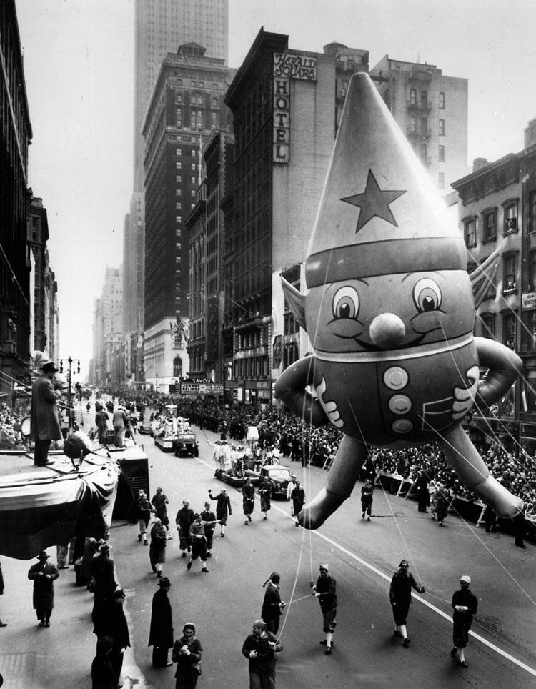 Vintage Macys Thanksgiving Day Parade Photos Elf