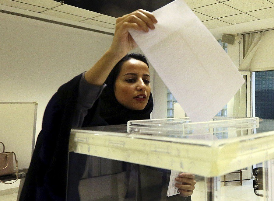 Saudi Woman Voting Ballot