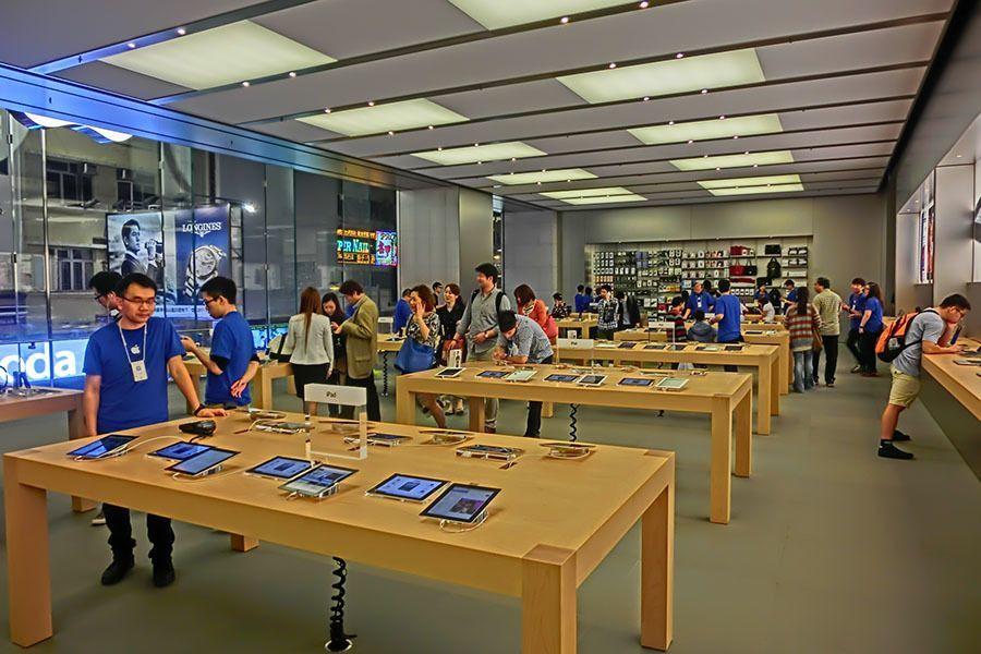 Steve Jobs Apple Store