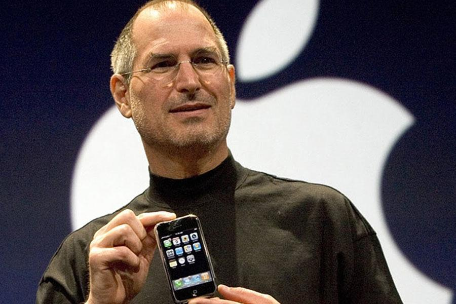 Steve Jobs With The First iPhone