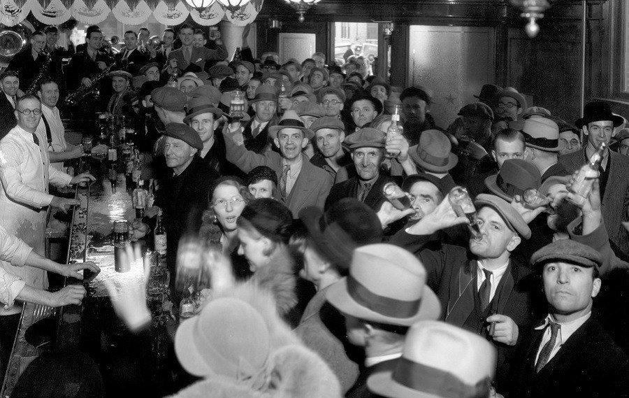 Crowded Bar 1930s Drinks