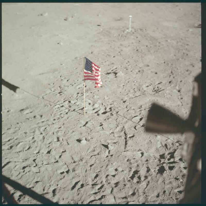 Flag Moon