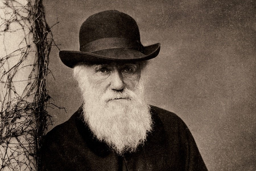 Charles_Darwin_Standing