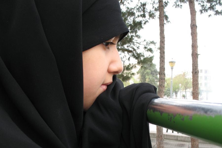 Islam Women Girl Rail