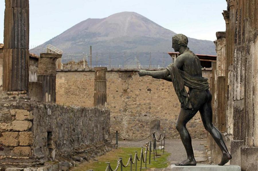 Gross History Pompeii