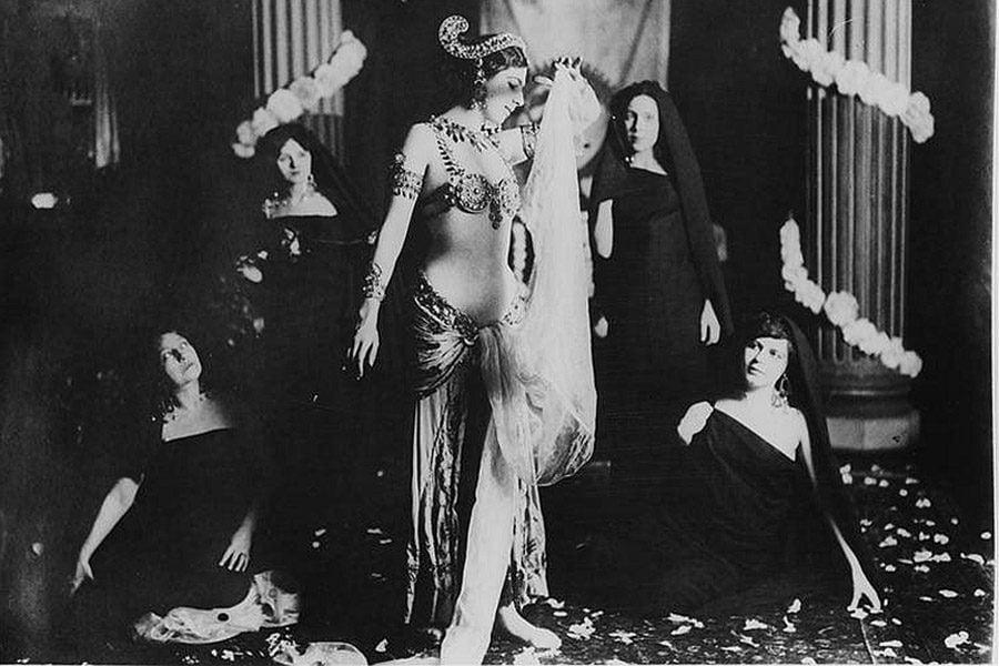 Mata Hari Performing