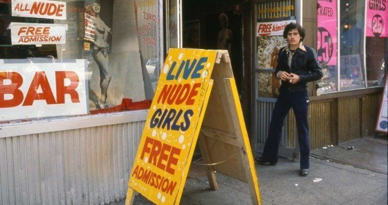 27 Pictures Of Times Square At The Height Of Its Depravity In The 70S And 80S-6949