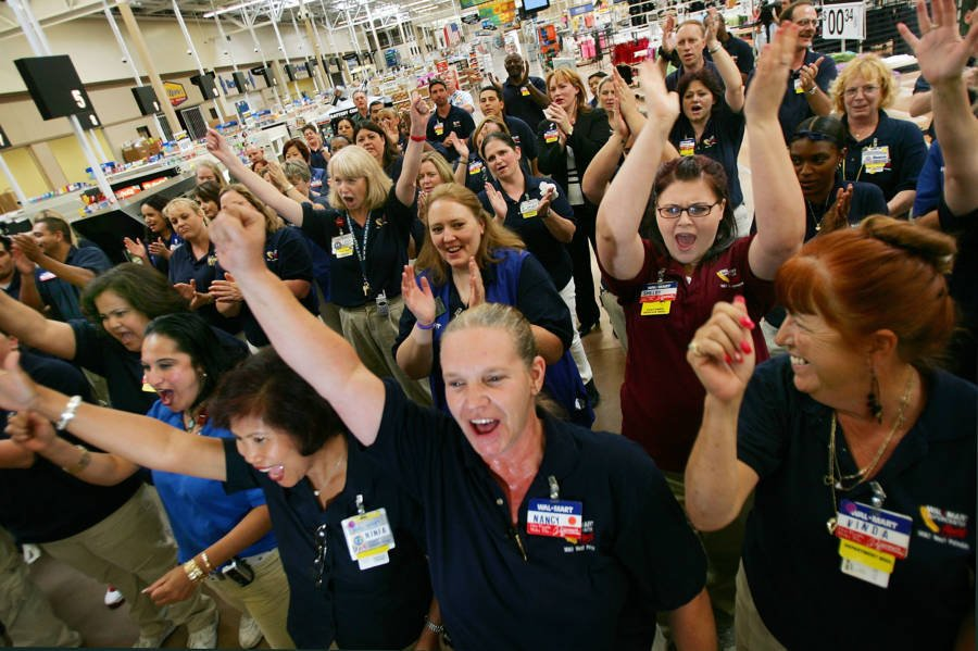 How does walmart evaluate theiir employees