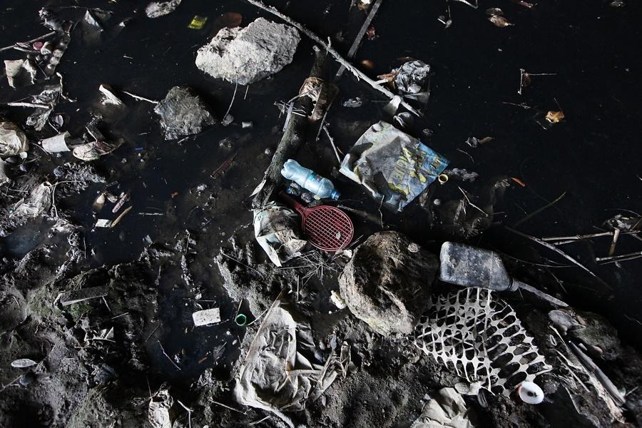 Water Trash Tennis Racket