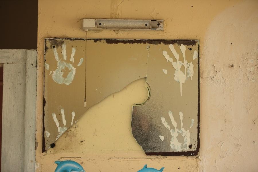 Hands Mirror
