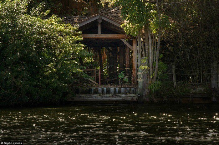 Cabin Water Abandoned Disneyland