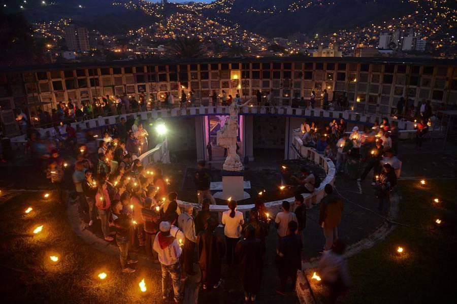 El Dia Muertos Crowd Candle